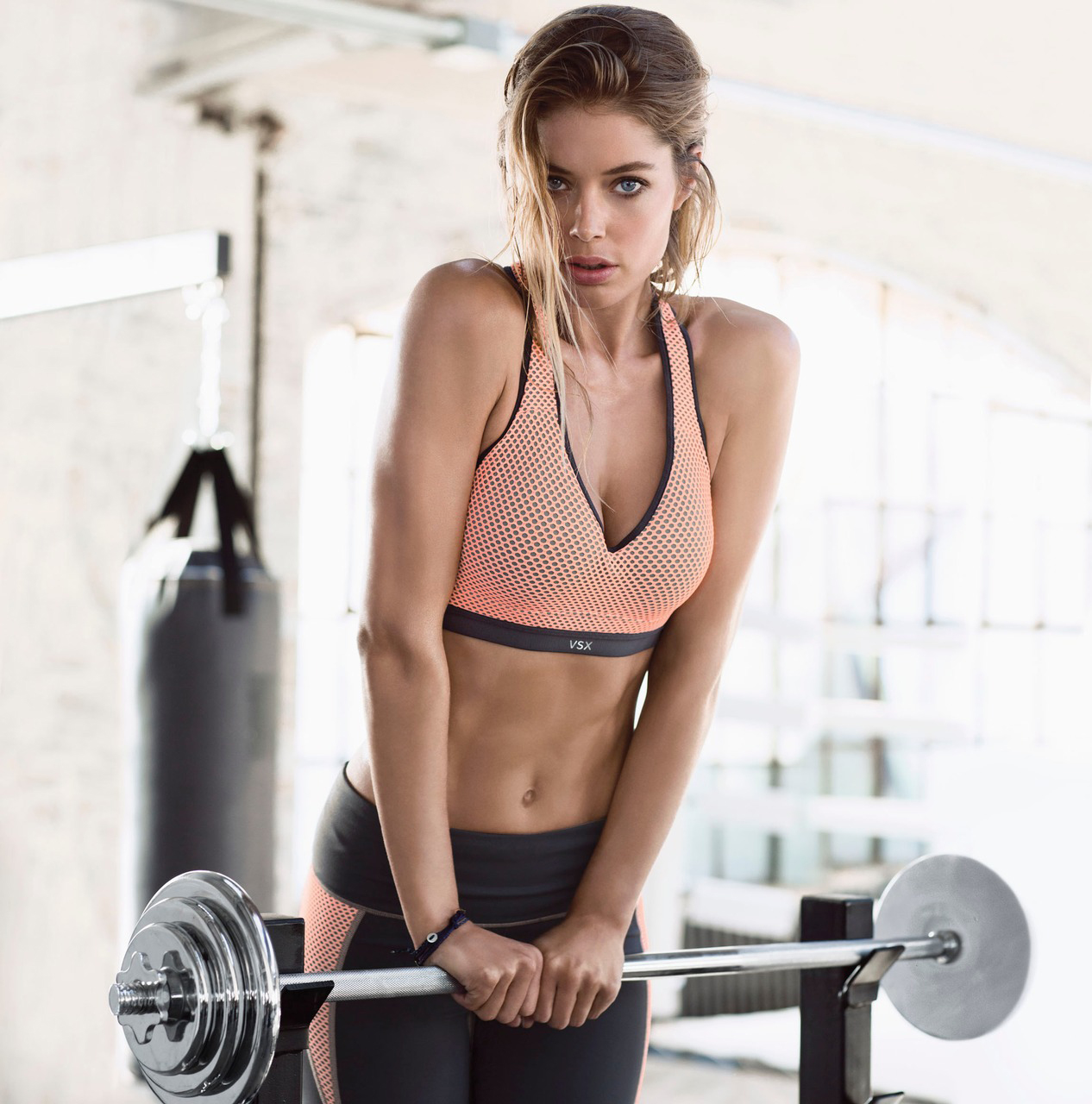 vs-sport-2014-doutzen-vsx-incredible-bra-sunset-mesh-victorias-secret-hi-res